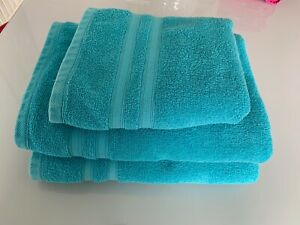 BEAUTIFUL TURQUOISE TOWELS - 2 BATHTOWELS AND 1 HANDTOWEL