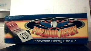 Pinewood Derby Car Kit Paquete Para El Pinewood Derby 17006 Boy Scouts NEW
