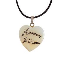 """Collier personnalisé """" Maman je t'aime """" sur un coeur en nacre. Fête des Mères."""
