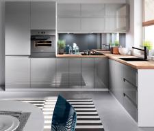 Küche Küchenzeile grau Glanz grifflos individuell stellbar Soft Close