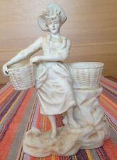 la femme aux paniers statuette en biscuit