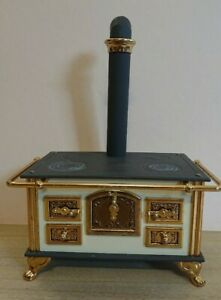 Bodo Hennig fabulous metal kitchen stove. German made. Dolls house.12th scale.