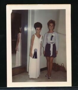 1960s Original Glamour Color Polaroid Snapshot Photo Two Beauty Queens vv