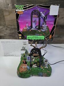 2007 Lemax Spooky Town Village Restless Tombstones Animated Halloween Ret #74605