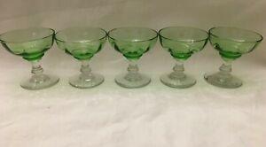 5 Anciens petit verre a liqueur couleur vert