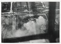 Stuka-Angriff auf die Öltanks von Le Havre. Orig-Pressephoto, von 1940