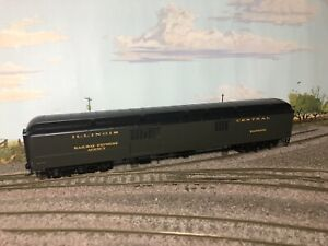 Walthers 932-10521 Illinois Central ACF 70' Heavyweight Baggage Car New w/Box