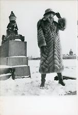 Mode, Mannequin avec manteau de fourrure de haute couture soviétique, 1983, Vint
