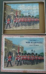 Victory wood jig-saw puzzle of the Foot Guards vintage nice complete nice box
