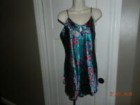Vintage Lady Cameo Dallas multi-colored Satin L large Baby Doll Night Gown