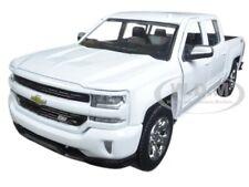 2017 CHEVROLET SILVERADO 1500 LT Z71 CREW CAB WHITE 1/24 DIECAST MOTORMAX 79348