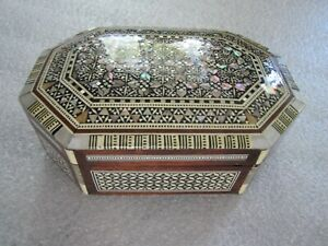 ANTIQUE MIDDLE EASTERN MOORISH MICROMOSAIC MARQUETRY MOTHER OF PEARL JEWELRY BOX