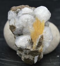 Chabazite & Calcite - Micromount - Gads Hill, Tasmania, Australie