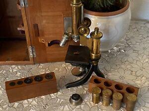 Leitz Wetzlar Messingmikroskop mit Kasten und weiterem Zubehör