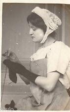 BD895 Carte Photo vintage card RPPC Femme woman couture tricot bonnet tablier