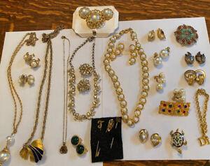 Lot of 22 gold tone fashion Jewelry