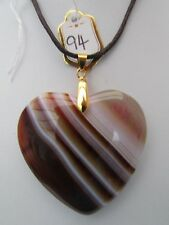 A COFFEE/WHITE AGATE HEART PENDANT ON A WAXED CORD NECKLACE.  (94).