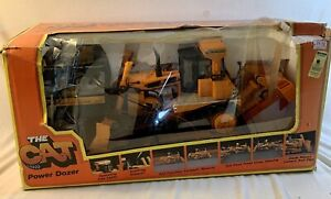 VINTAGE NEW BRIGHT THE CAT POWER DOZER D9L REMOTE CONTROL VEHICLE WITH BOX #2191