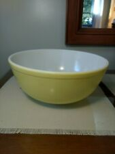 "New ListingPyrex Large Primary Yellow 4 Quart Vintage Mixing Bowl 10"" Across"