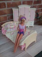 Vintage poupée Barbie lit literie et armoires. Original Mattel meubles.