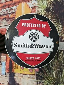 OLD VINTAGE SMITH & WESSON AMMUNITION PORCELAIN ENAMEL GUN SIGN BULLETS AMMO
