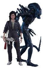 Alien - Ellen Ripley and Alien Warrior 1/6 Scale Hot Toys Action Figure Set