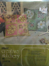 VINTAGE CREWEL NEEDLEPOINT KIT KUGEL VOCART #573B PILLOW SHAMROCK DAISY FLOWERS