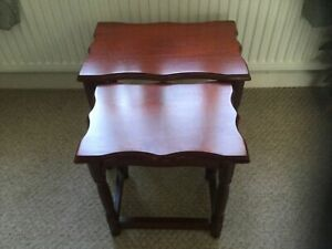 Nest of 2 Mahogany Coloured Wood Tables Sofa/Coffee/Occasional Vintage/Retro