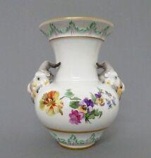 (K350) Vase mit Bocksköpfen KPM Berlin, Blumen Dekor, Gold Staffage