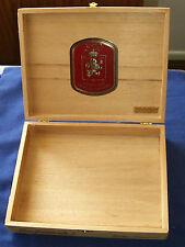 "Leon Jimenes Cigar box, Republica Dominicana, ""Includes bottom and inside seals"""