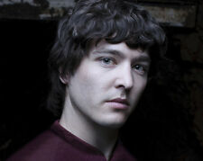Alexander Vlahos UNSIGNED photo - E590 - Merlin