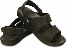 Sandali e scarpe Crocs infradito marrone per il mare da uomo