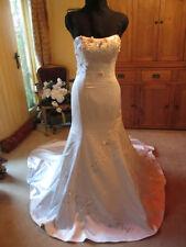 Satin Scoop Neck Sleeveless Wedding Dresses