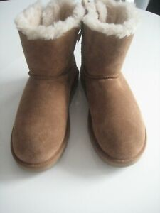 UGG CHESTNUT MINI BOW BOOTS SIZE UK 6 GRAB A BARGAIN ex shop display