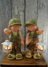 Kind mit Laterne Magnesia grün H 35 cm Junge oder Mädchen Dekofigur Gartendeko