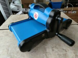 Sizzix Big Shot Die Cutting Machine  ONLY - In good pre owned condition in Blue.