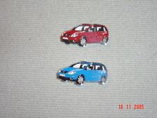 2 Original VW Touran Pins in rot und blau