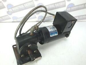 LEESON 985.505E, M1115019.00 Right Angle 1/17 hp, 62 RPM 90 Volts DC GEAR MOTOR