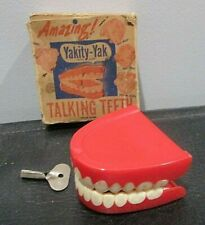 Vintage Magic Trick Gag Yakity-Yak Chattering Teeth Wind-up Toy 1949 w/ Key!