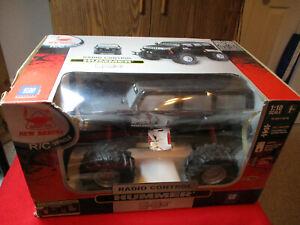 New Bright Quality Toys R/C Vehicle Black Hummer H3 1:10 Scale 27 MHz NIB050211