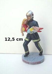 statuette pompier qui sauve une jeune fille, sauveur, soldat de feu   G34