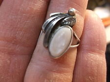 #39 of 245, SMALLER VTG LADIES STERLING SILVER & MOTHER OF PEARL RING, US SIZE 5