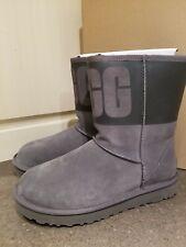 New UGG Women's LOGO  Classic Short Boot  size 9
