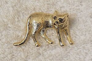 PIN BROOCH PLAYFUL CAT FELINE KITTEN ANIMAL TABBY MEOW WHISKERS TAIL PAWS VL-GT3