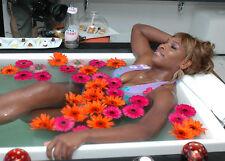 Serena Williams UNSIGNED photo - B277 - SEXY!!!!