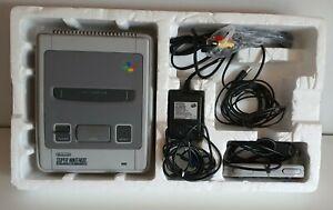 Super Nintendo Konsole SNES mit Styropor     C2980