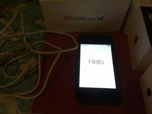 Apple iPhone 3GS - 8GB - Black (Voda we think) )