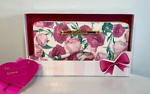 """Betsey Johnson Wristlet Wallet """"Rosebud"""" Ivory Pink Floral Clutch GIFT BOX NWT"""