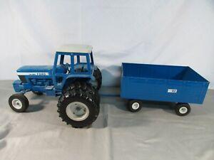 ERTL TW-20 Ford Tractor w/ Big Blue Wagon
