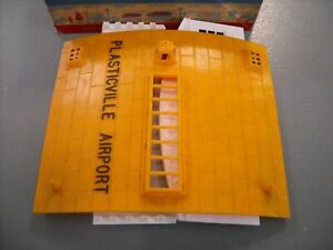 PLASTICVILLE USA AIRPLANE HANGER YELLOW ROOF BOX COMPLETE DIRTY - MAKE OFFERS!